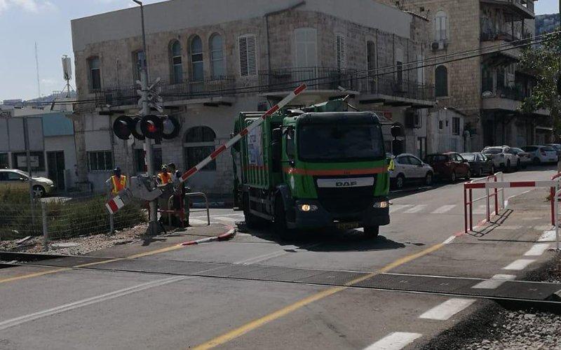 המשאית שפרצה את המחסום (צילום: דוברות רכבת ישראל)
