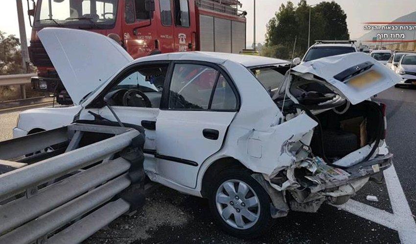אחד מהרכבים שהיו מעורבים התאונה בכביש 75 (צילום: דוברות כבאות והצלה, מחוז חוף)