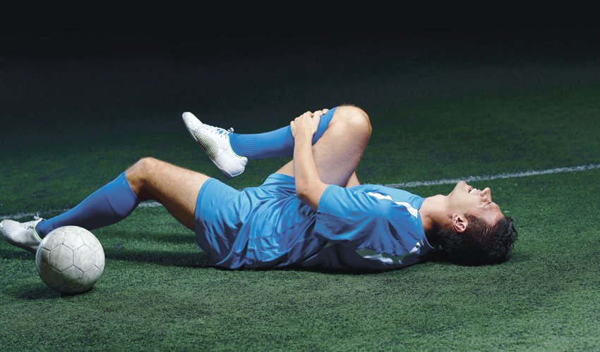 פציעה במשחק כדורגל (צילום: א.ס.א.פ קריאייטיב/INGIMAGE)
