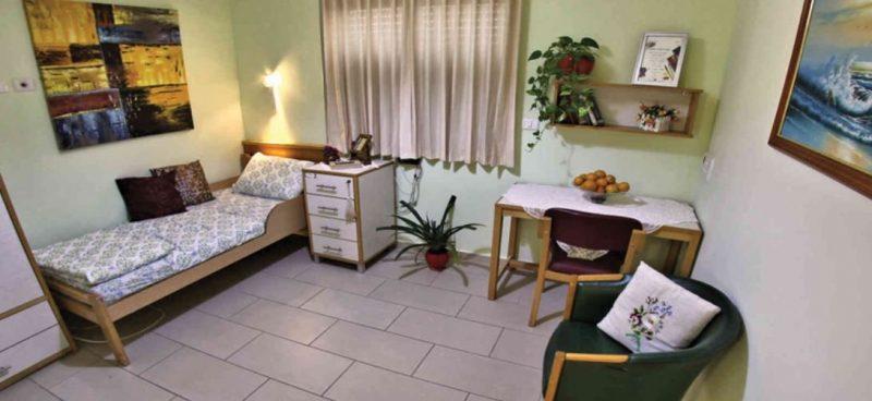 חדר בבית אבות ספרדי (צילום: compar.biz)
