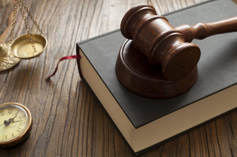 הכירו את עורך דין ניר ידיד (מאגר Shutterstock)