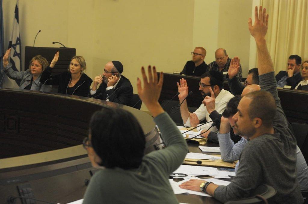 הצבעה במועצת העיר בקדנציה הקודמת (צילום: רמי שלוש)