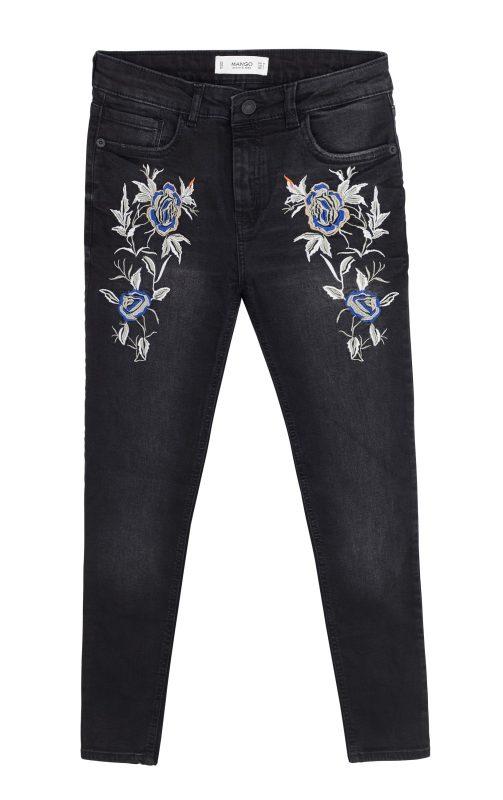 """ג'ינס עם אלמנטים פרחוניים. """"מנגו"""", 99.00 שקלים. צילום: טל טרי"""