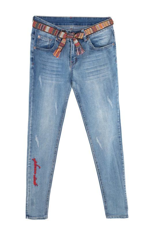 """סקיני ג'ינס בהיר, """"לה בל"""", 99.00 שקלים. צילום: טל טרי"""