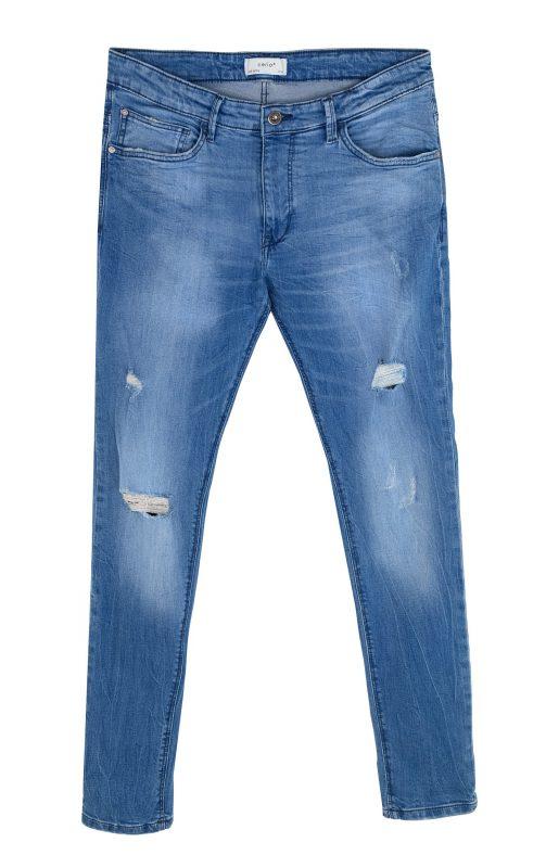 """ג'ינס קרעים לגבר """"סליו"""" 160 שקלים והשני ב-50 אחוז הנחה. צילום: טל טרי"""