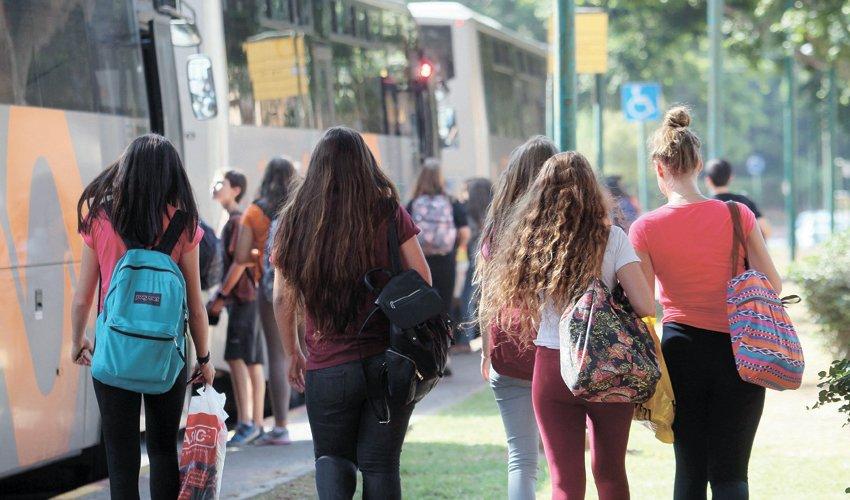 תלמידי חטיבת ביניים (צילום: עזרא לוי)