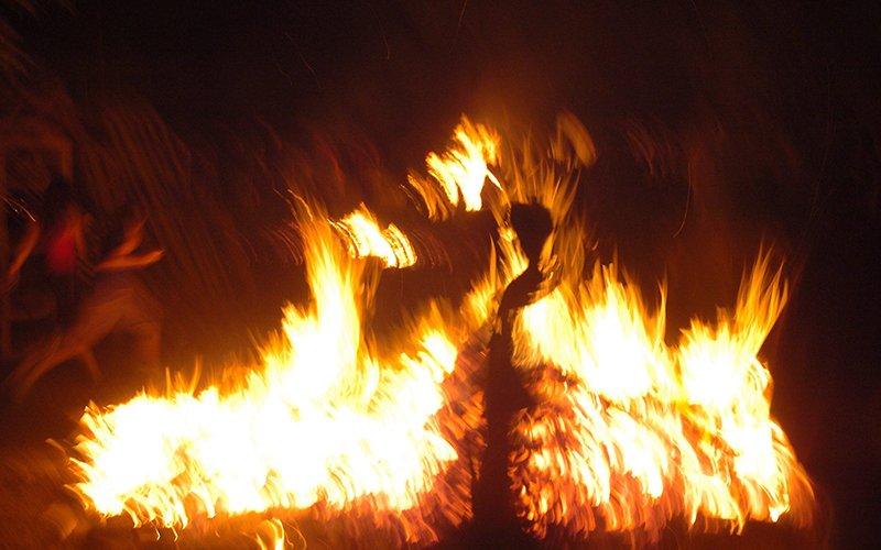 מדורה (צילום: מוטי קמחי)