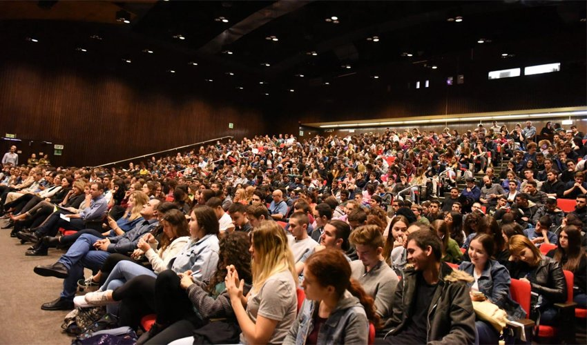 תלמידי התיכון בכנס הסייברטק