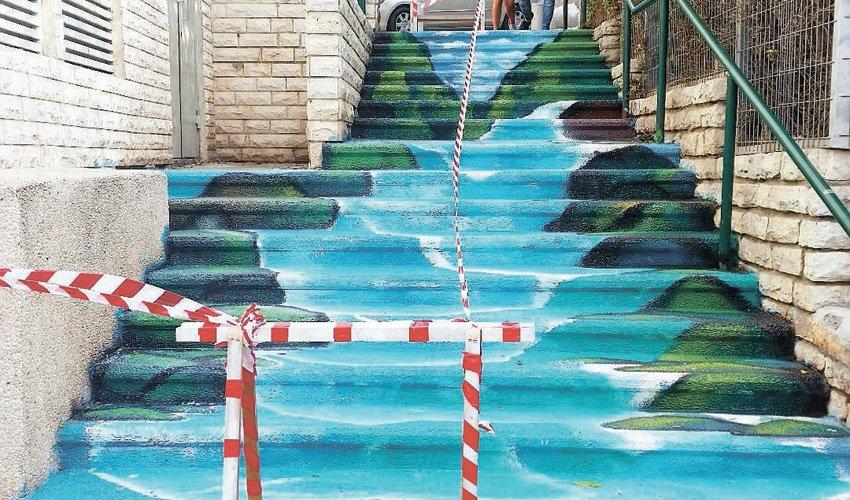 המדרגות המצוירות בשדרות הנשיא פינת רחוב מגידו (צילום: שירן בן טוב)