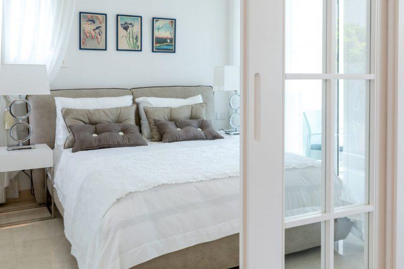 חדר שינה באוונגרד רזידנס. צילום: יניב ניסנוב