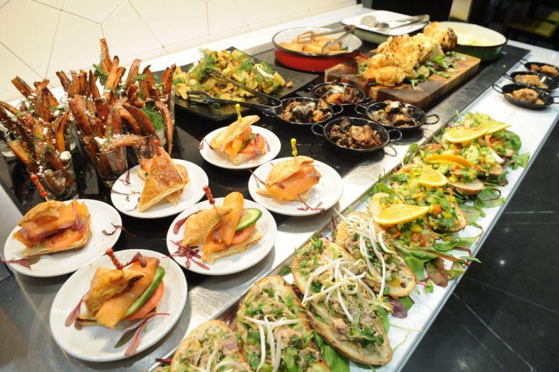 ארוחה מפנקת במלון גולדן קראון. צילום: רמי שלוש