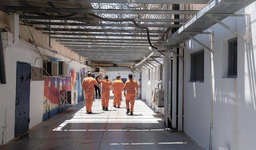 אסירים בכלא איילון (צילום: תומר אפלבאום)