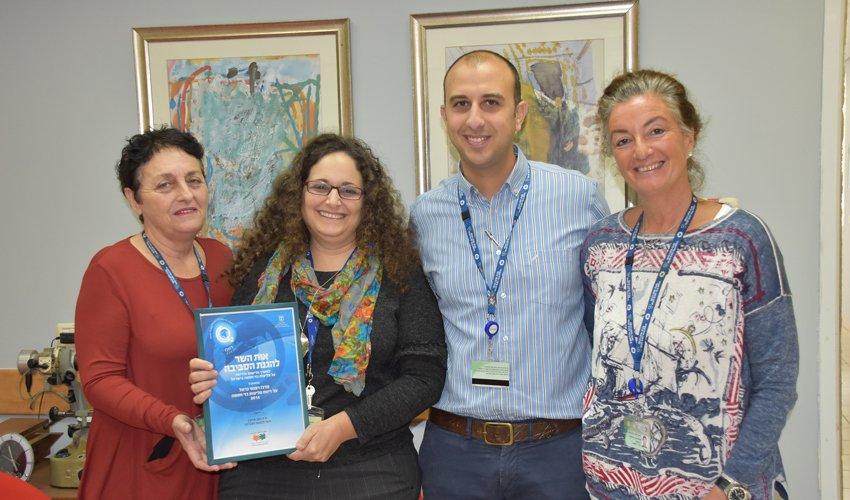 צוות איכות הסביבה של המרכז הרפואי כרמל (צילום: אלי דדון)