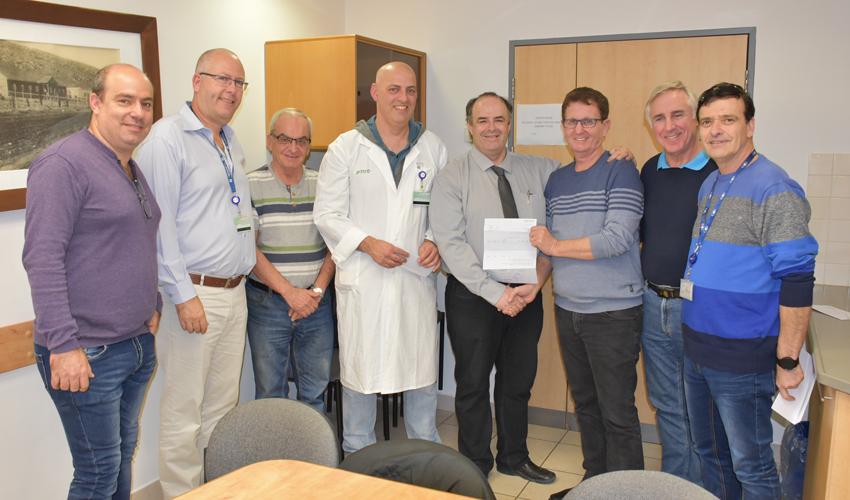 """אנשי רפא""""ל ומנהלי המחלקות במרכז הרפואי כרמל (צילום: אלי דדון)"""