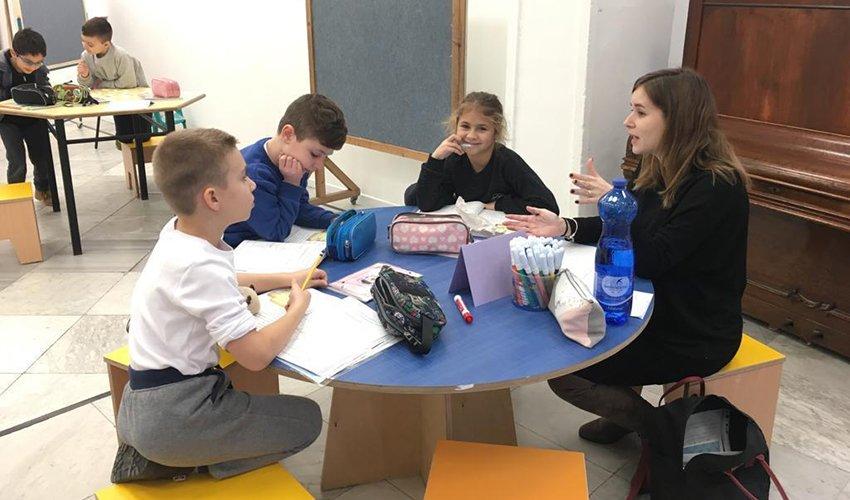 עבודה בקבוצות בבית הספר הריאלי (צילום: בית הספר הריאלי)