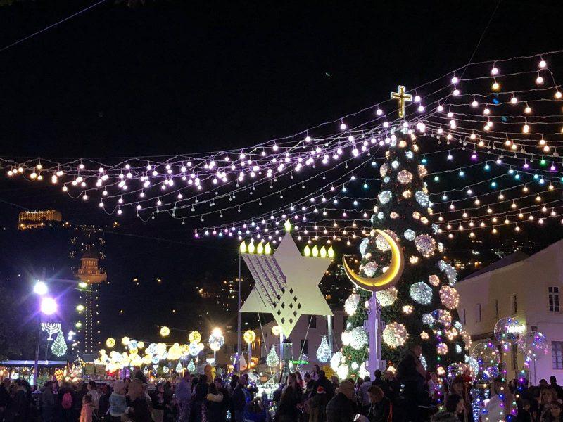 החנוכייה, עץ חג המולד והסהר בשדרות בן גוריון