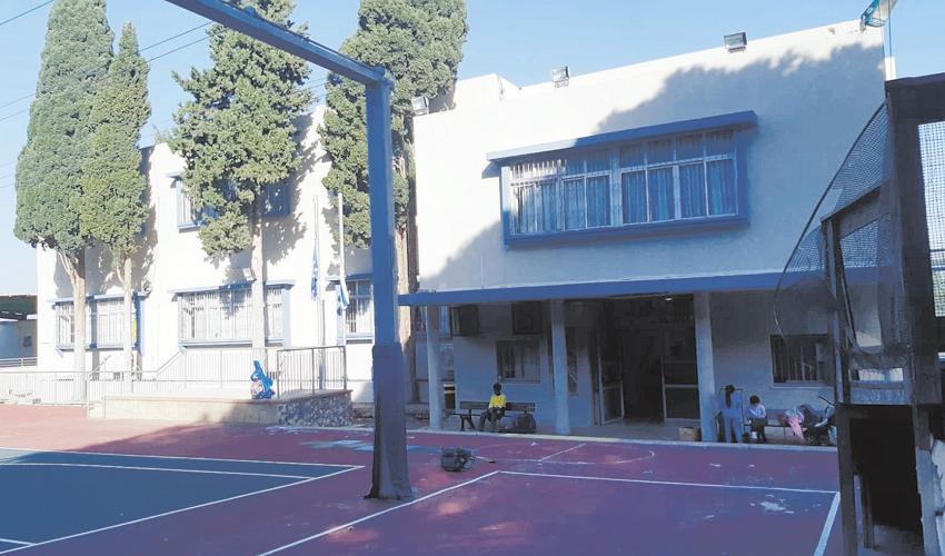 סניף היסוד אחוזה של בית הספר הריאלי