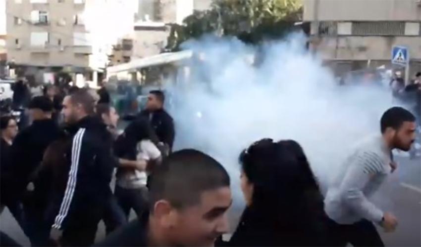 ההפגנה מול מוזיאון חיפה (צילום: קרלוס בלאן)