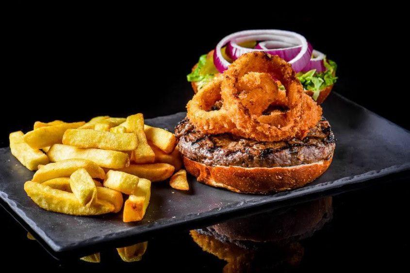 ההמבורגר של אזור הכרמל. צילום: קונספטיק