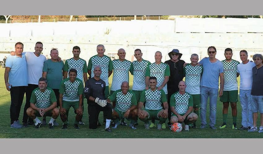קבוצת הוותיקים של מכבי חיפה. בוסטון מחכה להם (צילום: ג'ו הירש)