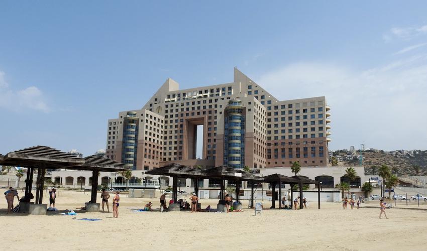 מגדלי חוף הכרמל (צילום: דב גרינבלט, החברה להגנת הטבע)