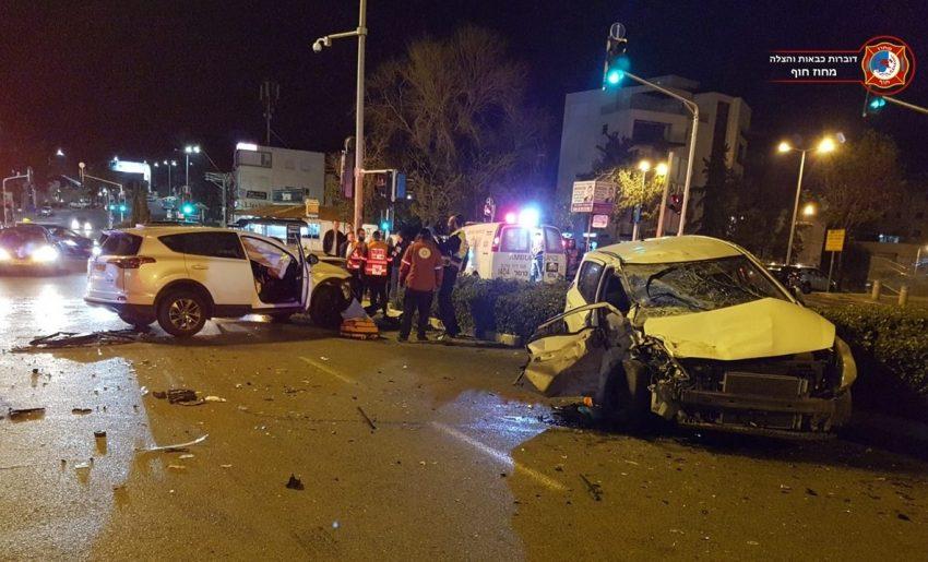 זירת התאונה בצומת חורב (צילום: דוברות שירותי כיבוי והצלה, מחוז חוף)