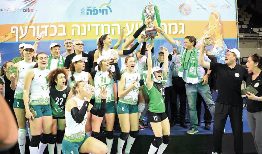 הזכייה של מכבי XT חיפה בגביע בשנה שעברה. פעם רביעית גלידה? (צילום: צלמוס)