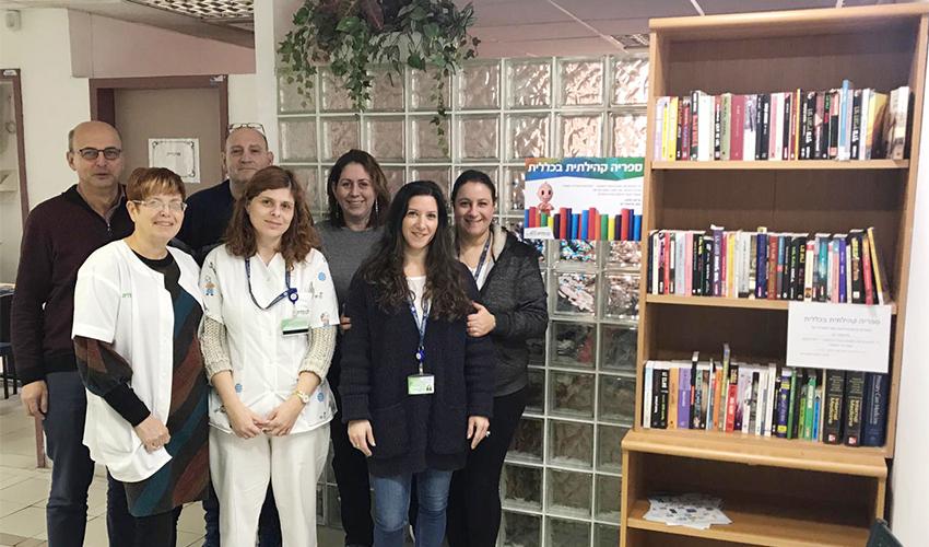 צוות מרפאת רש והספרייה (צילום: דוברות שירותי בריאות כללית)