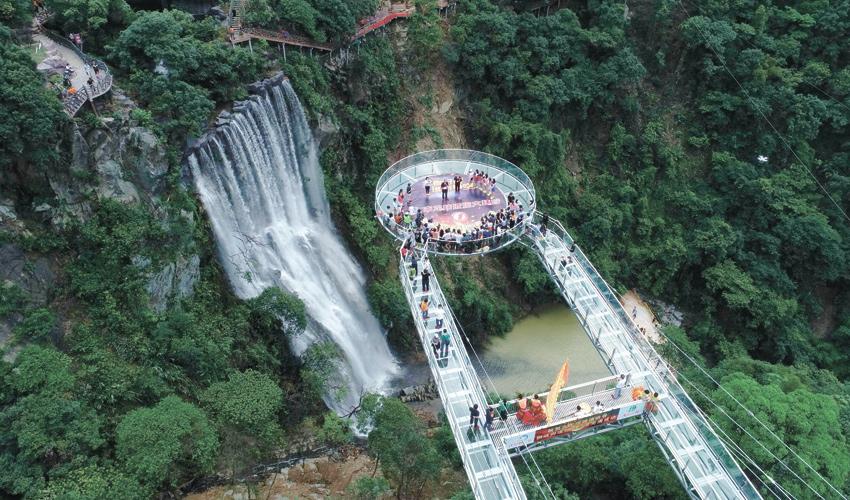 גשר הזכוכית בסין (צילום: VCG, Getty Images IL)
