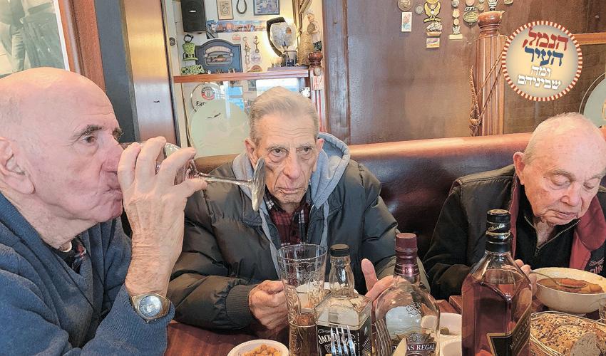 """יעקב ברוומן, שמשון צוקר ודני פיאר.""""חיפה כבר לא מזוהה עם הנמל כמו פעם"""" (צילום: חגית הורנשטיין)"""