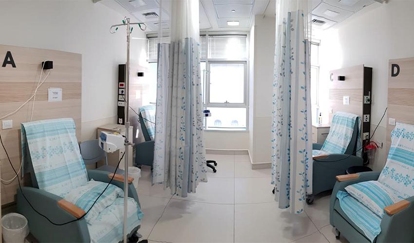 """אזור טיפול במערך האונקולוגי של הקריה הרפואית רמב""""ם (צילום: דוברות הקריה הרפואית רמב""""ם)"""
