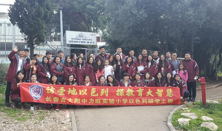 המורים הסינים בבית הספר טשרניחובסקי (צילום: בית הספר טשרניחובסקי)