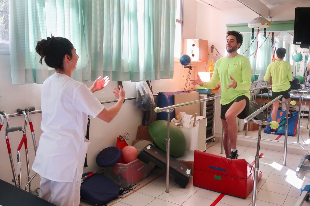 מטופל במכון לפיזיותרפיה. צילום: אפרת רענן