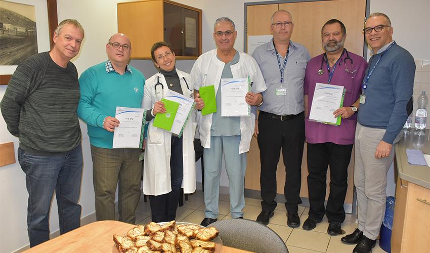 בעלי התפקידים החדשים במרכז הרפואי כרמל ואנשי הנהלת בית החולים (צילום: אלי דדון)