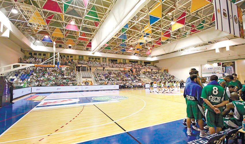 מכבי חיפה באולם בנשר בקדנציה הקודמת שם. מתאים רק לליגה הלאומית (צילום: קובי פאר)