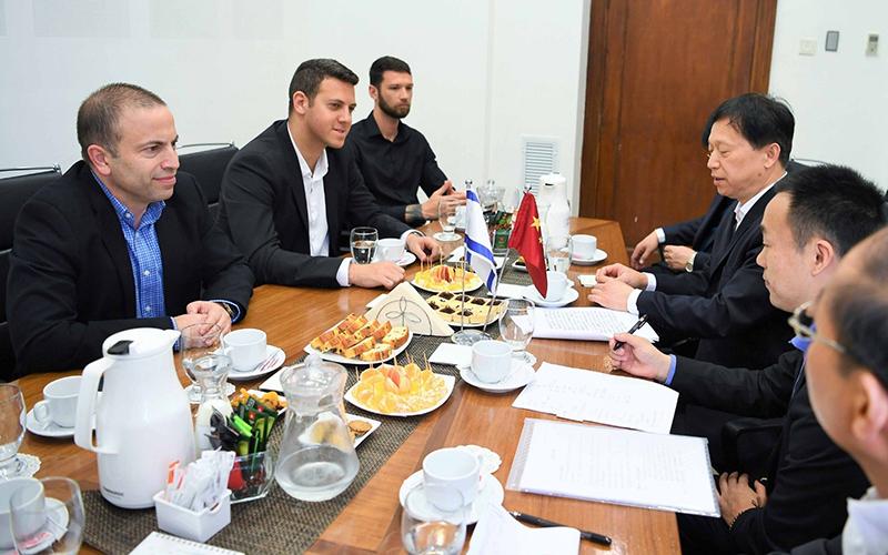 המפגש בין המשלחת הסינית לבכירי החברה הכלכלית (צילום: ראובן כהן)