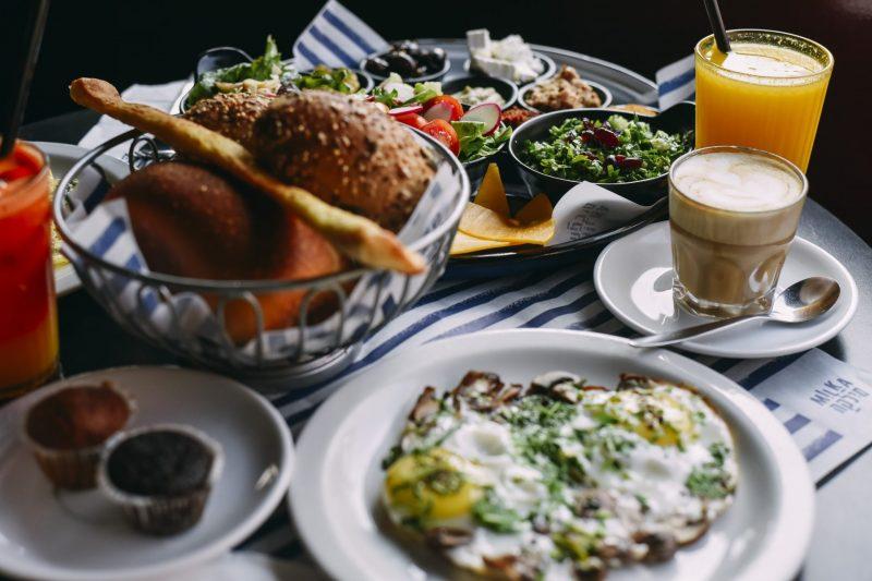 """פשוט ליהנות. ארוחת בוקר זוגית- """"המפנקת"""". """"מילקה קפה קריון"""". צילום: מיכאל תומרקין."""