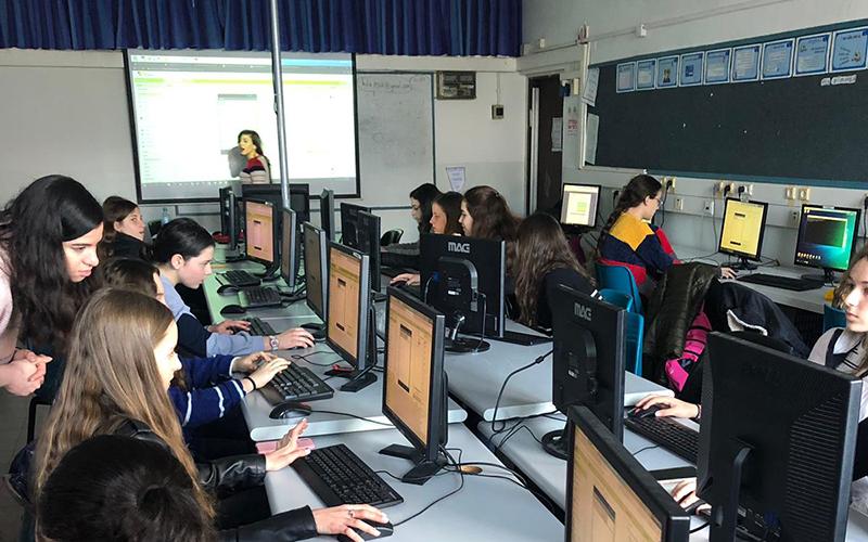 נבחרת הסייבר של הריאלי באימונים (צילום: בית הספר הריאלי)