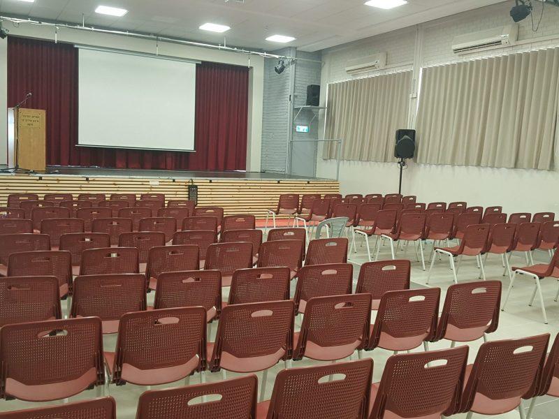 הושלם שדרוג אולם הכנסים בבית הספר התיכון עירוני ה' בחיפה. קרדיט: הקרן לחיפה