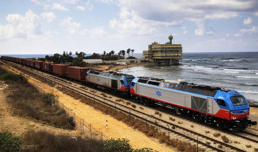 רכבת משא על המסילה בחיפה (צילום: דוברות רכבת ישראל)