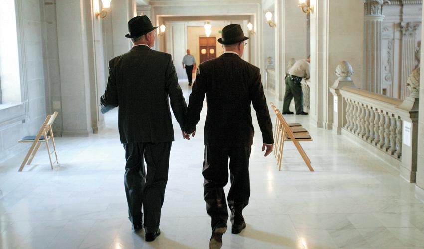 בני זוג בדרך לחתונתם. מי תומך, מי מתנגד ומי מתנדנד? (צילום: Marcio Jose Sanchez, AP)