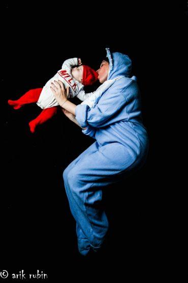 השכרת תחפושות לפורים. הדס בן ארצי ובנה. צילום: אריק רובין