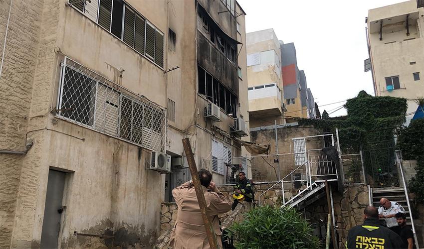 זירת השריפה ברחוב אבן גבירול (צילום: דוברות איחוד הצלה במרחב כרמל)