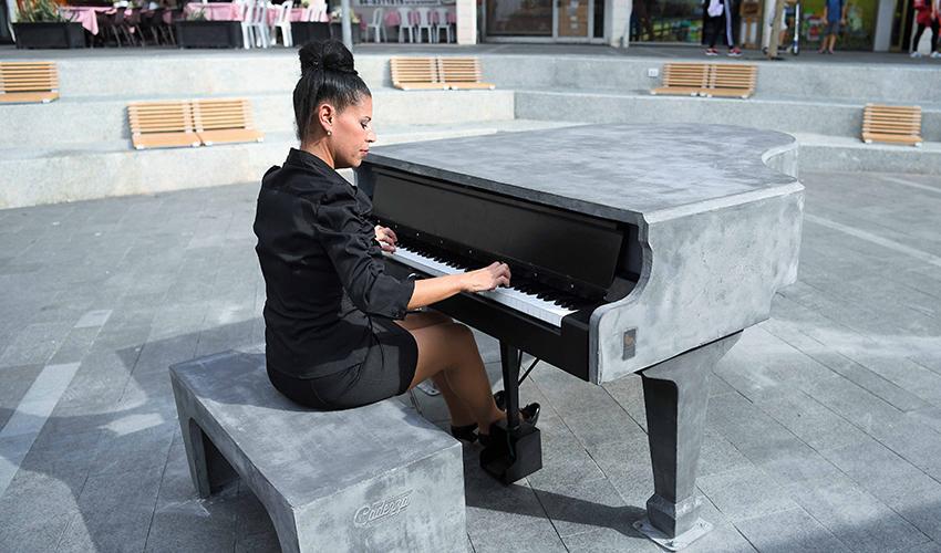 פסנתר הבטון במרכז הכרמל (צילום: ראובן כהן)