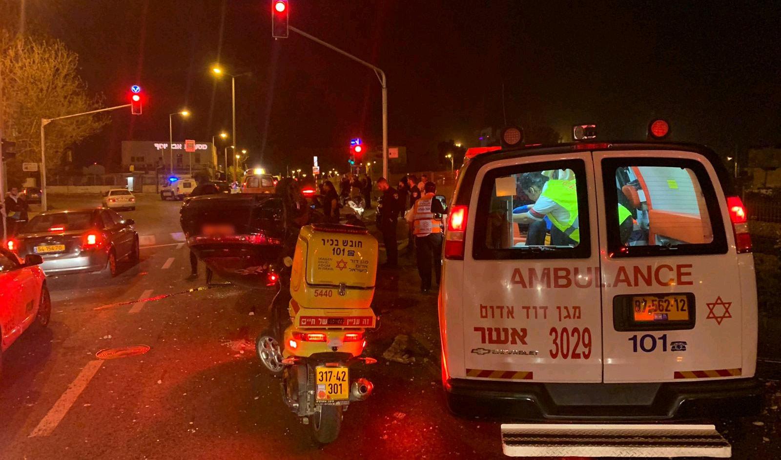 """זירת התאונה ברחוב יפו בחיפה (צילום: גסאן סוסאן, דוברות מד""""א)"""