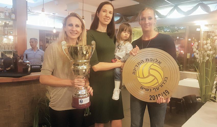 יוליה אנדרושקו, אנסטסיה ברבנשיקובה וורה קלימנוביץ' חוגגות את סיום העונה. בשנה הבאה באותו המקום ובאותו הזמן?