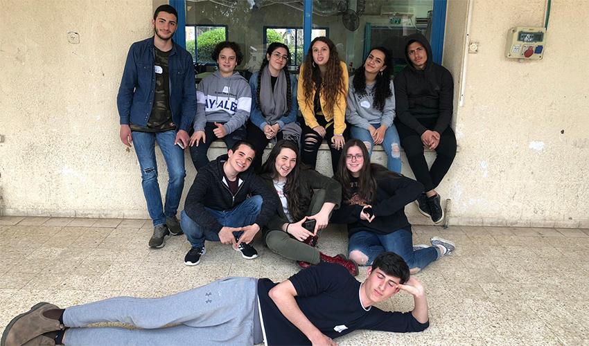 חברי הקבוצה מבתי הספר ליאו באק ונזירות נצרת