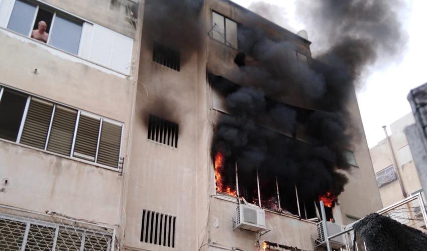 השריפה בדירה ברחוב אבן גבירול (צילום: דוברות שירותי הכיבוי)
