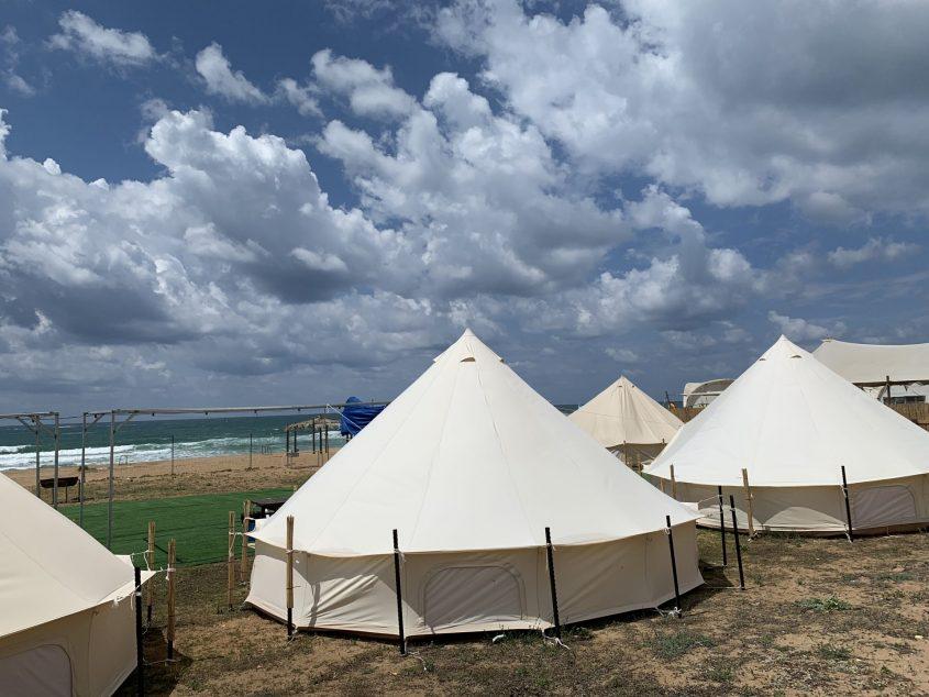 אוהל ממוזג בחוף בצת. צילום: שירן אבאיו