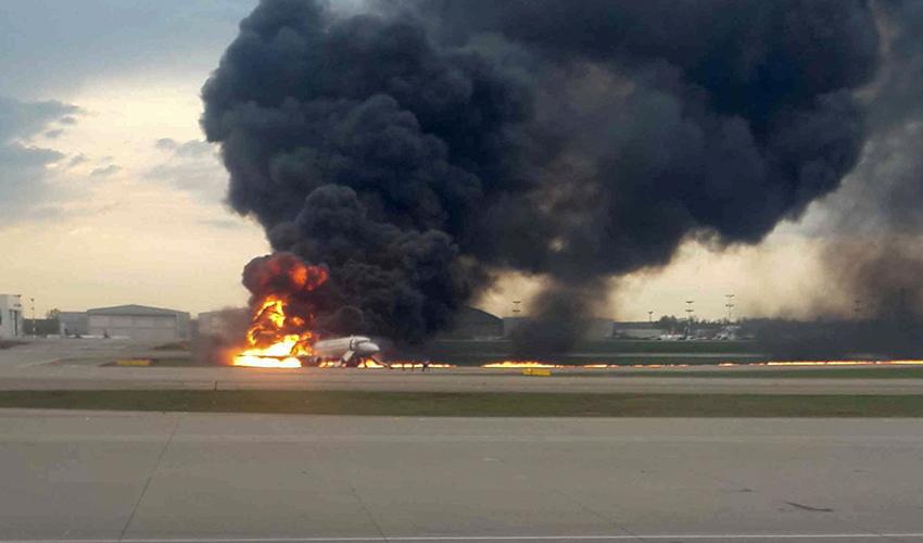 התרסקות מטוס (צילום: Stringer, Reuters)